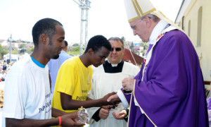 Pope Francis meets African migrants in Lampedusa