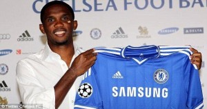 Eto'o smiles as he jions Chelsea