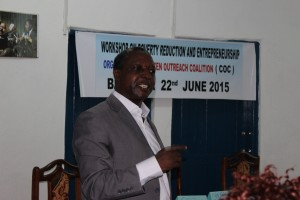 Amos Fon, Financial expert delivers trainning
